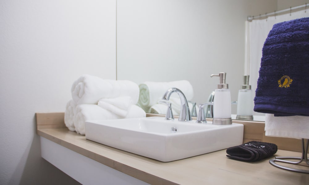 Mockingbird | bathroom | suite_0281-1000x600