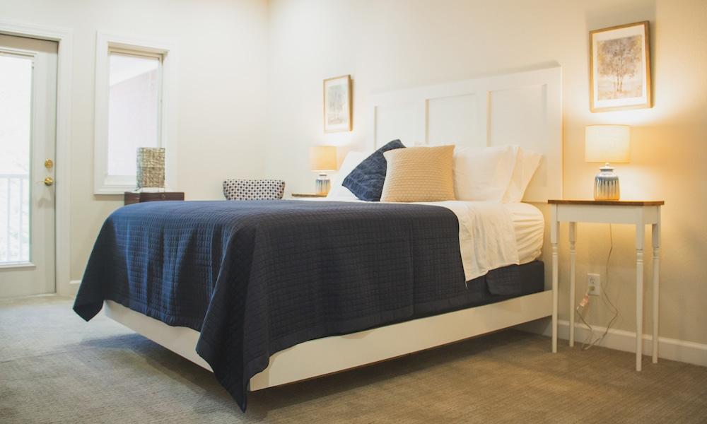 Mockingbird | suite a | suites | bed_0273-1000x600