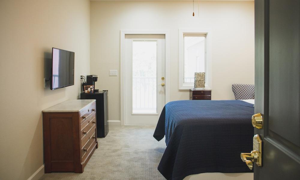 Mockingbird | suite a | suites | bed_0278-1000x600